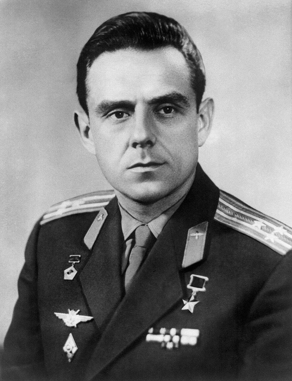 Владимир Михайлович Комаров (16 марта 1927 года, Москва — 24 апреля 1967 года, Оренбургская область) — лётчик-космонавт, дважды Герой Советского Союза