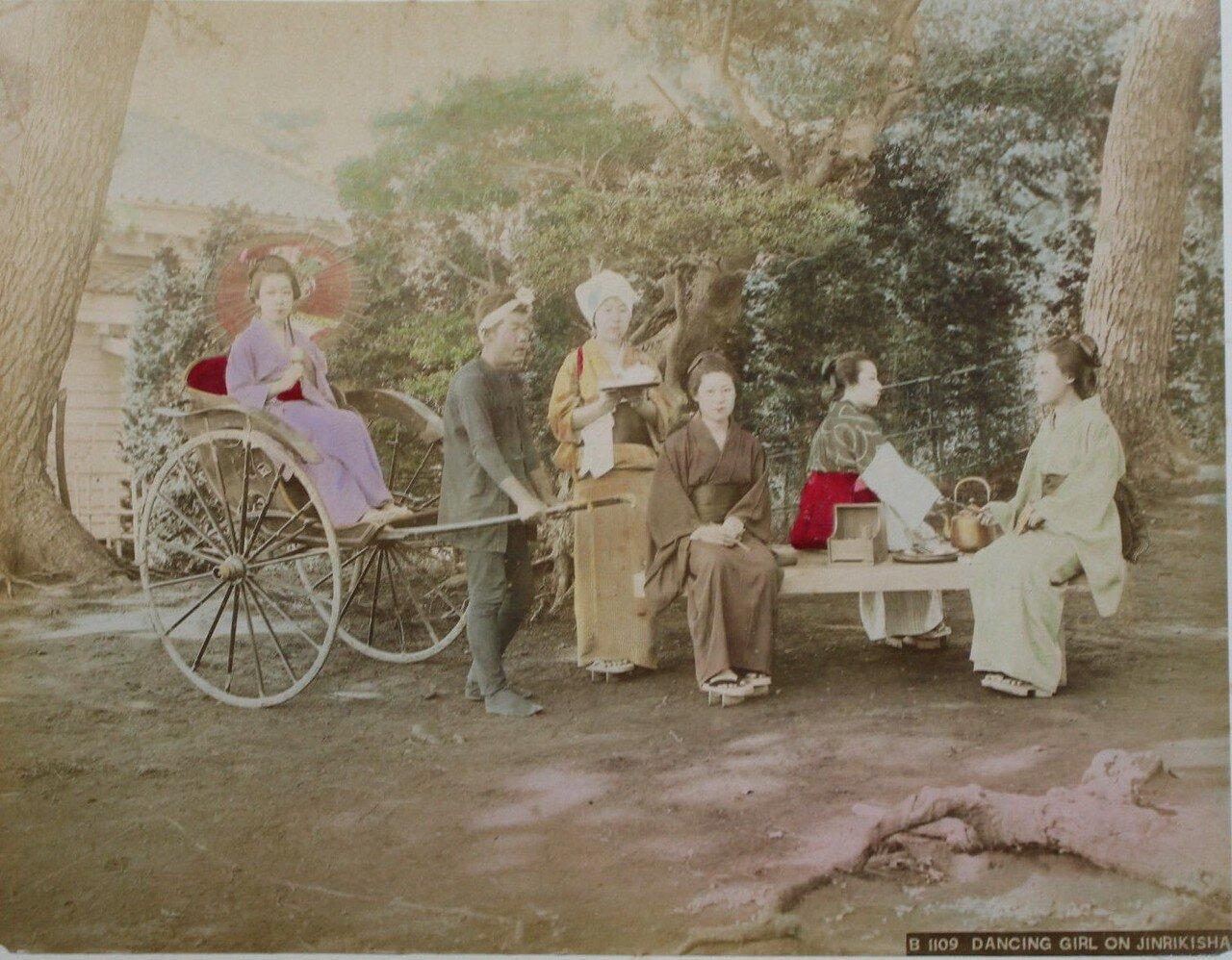 Танцовщицы на рикше