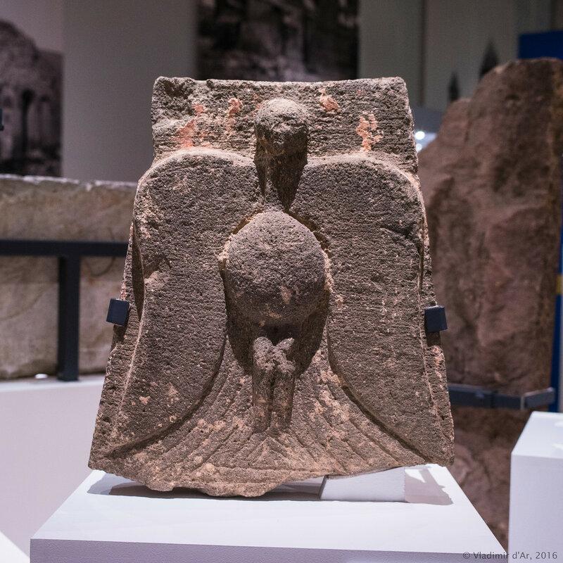 Рельеф с изображением орла. Восточная Армения. XII-XVI вв. Базальт.