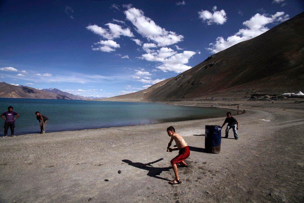 APTOPIX India China Lake