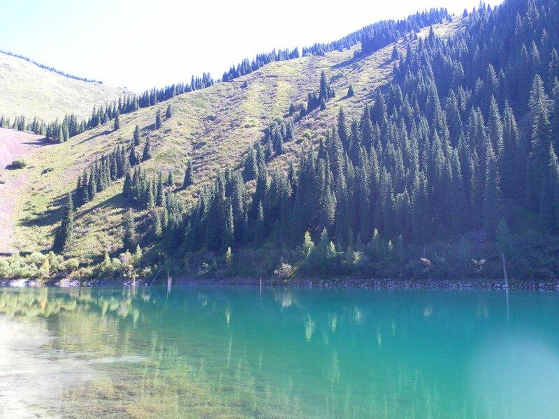 Озеро Каинды. Расположено на высоте 2850 м.