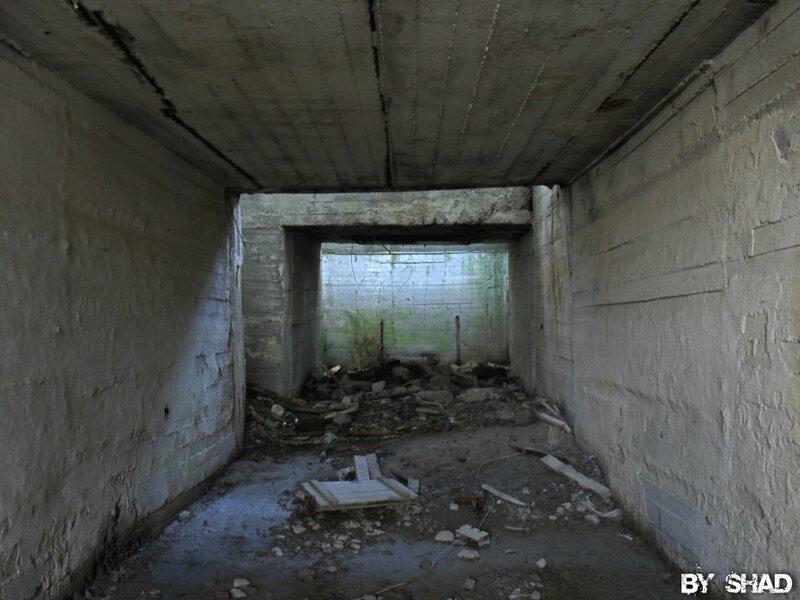 Заброшенные здания Крылосовского карьера