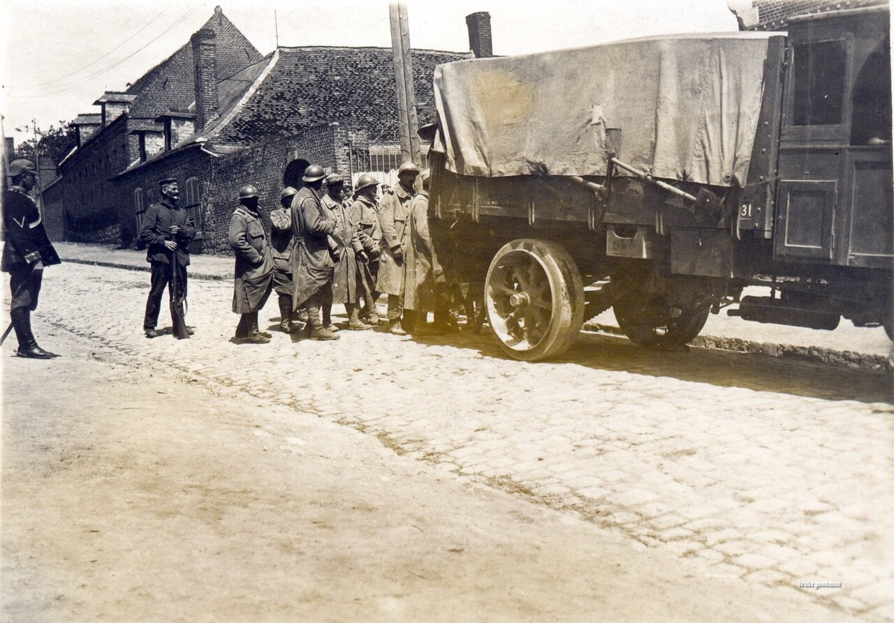 French POWs being loaded aboard a truck destined for a Kriegsgefangenenlager, Somme 1916