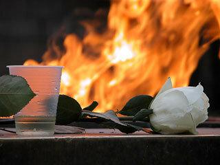 Вечный огонь открытка поздравление картинка
