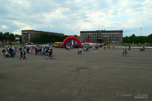 Фотография Инты №7846  Мероприятия, посвященные дню выпускников на площади Ленина завершаются 21.06.2015_15:14