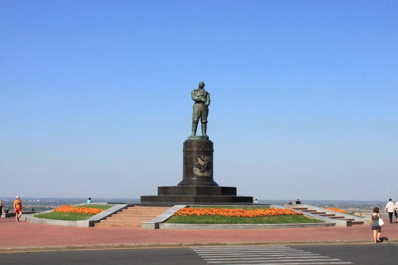 памятник В.П. Чкалову в Нижнем Новгороде