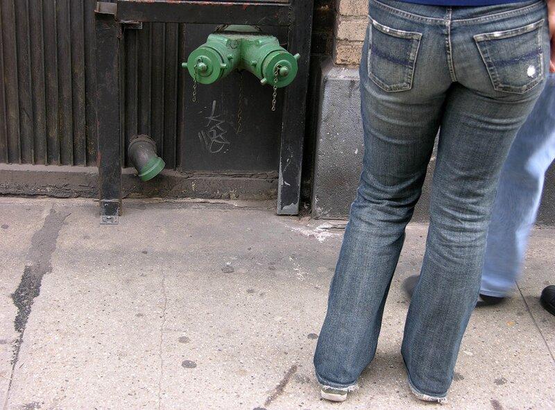 А джинсы тебе, сынок, еще рано носить!