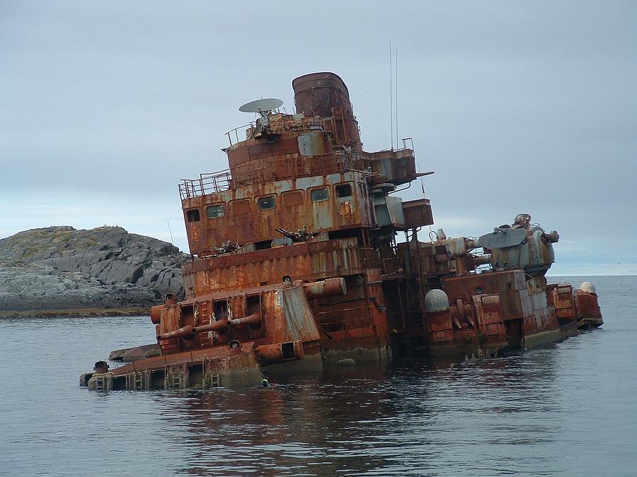 Murmansk_cruiser_shipwreck.jpg