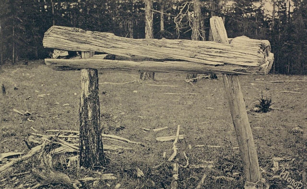 Якутская область.  Арангас (висячий гроб)