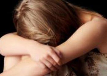 18-летнюю девушку изнасиловал и ограбил водитель попутки