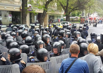 Жители Одессы заблокировали здание местного МВД