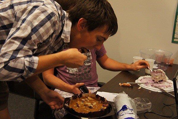 На Minaev LIVE питаются тортиками
