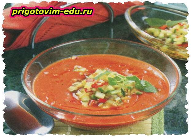 Холодный суп из перца с овощной приправой