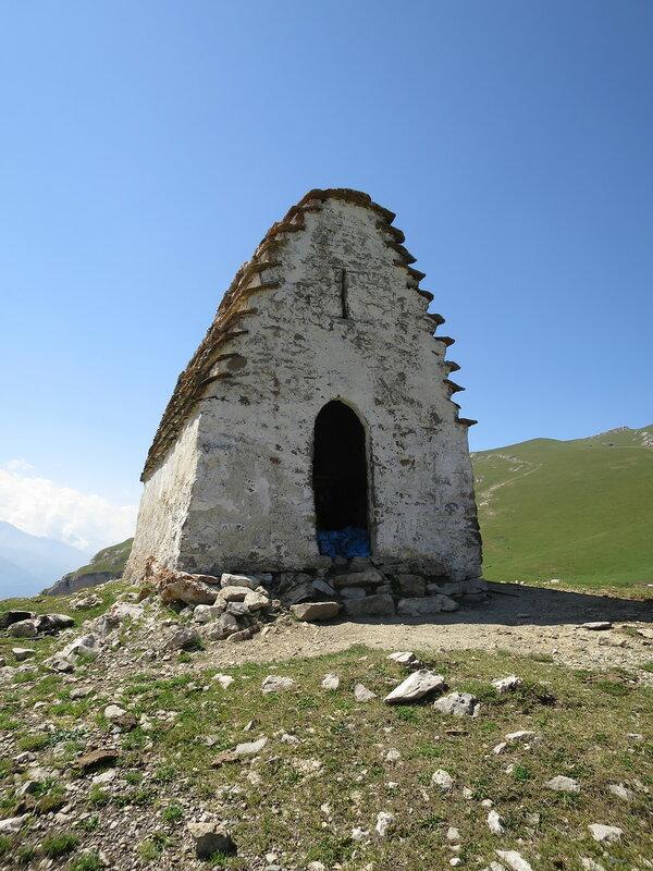 Вход в святилище, Мят-Сели