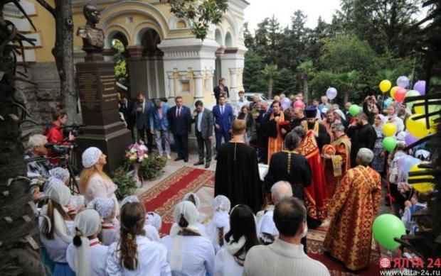 Ностальгия по большим царством: В Ялте оккупанты открыли памятник сыну последнего российского императора