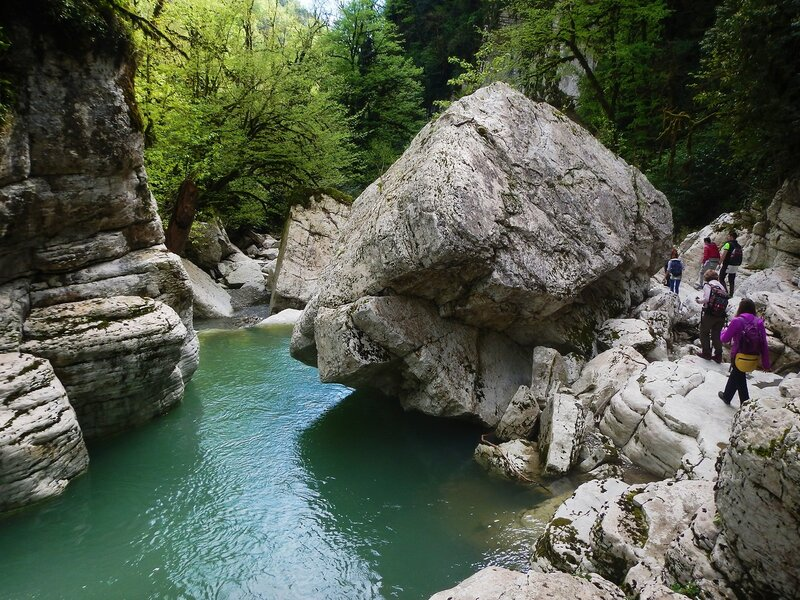 Каменные развалы на реке Хоста