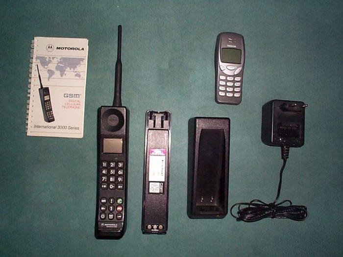 Motorola International 3200 (1992). Эта модель Motorola была первым мобильным телефоном, который пом