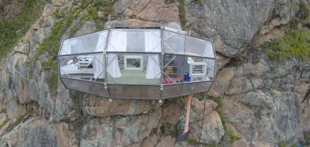 Не для слабонервных: потрясающий отель, в котором вы можете провести ночь вися на скале (14 фото)