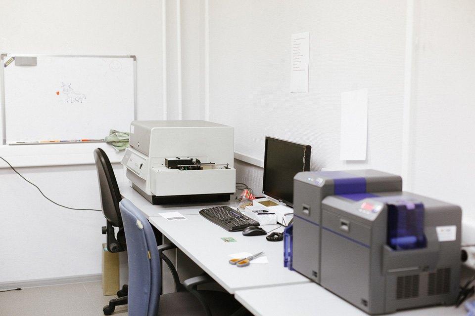 1. Процессинговый центр финансовой группы «Лайф» был открыт в 2010 году. Здесь выпускают карты входя