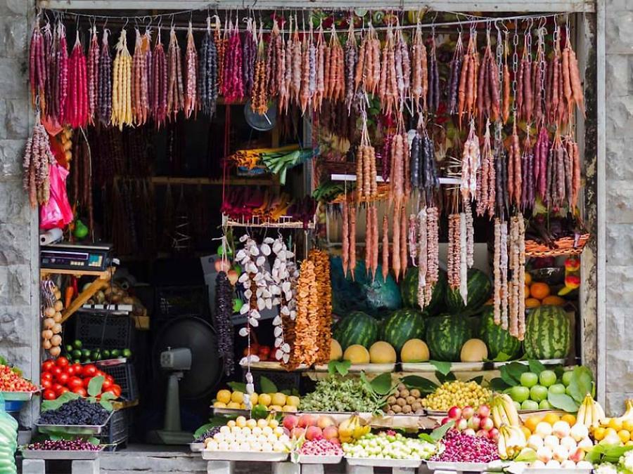 16. Грузинские вкусноты — фрукты и чурчхела.