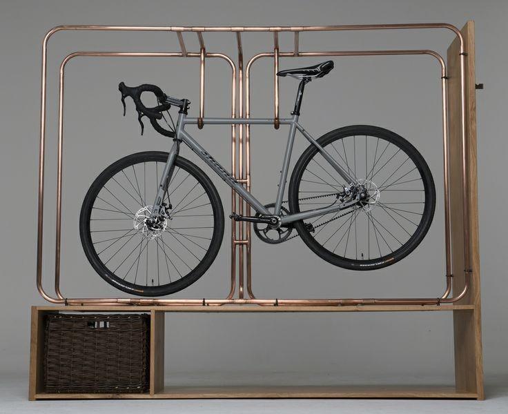 Здесь вы сможете хранить не только велосипед, но и вещи, зонтики, сумки, а также ставить обувь.