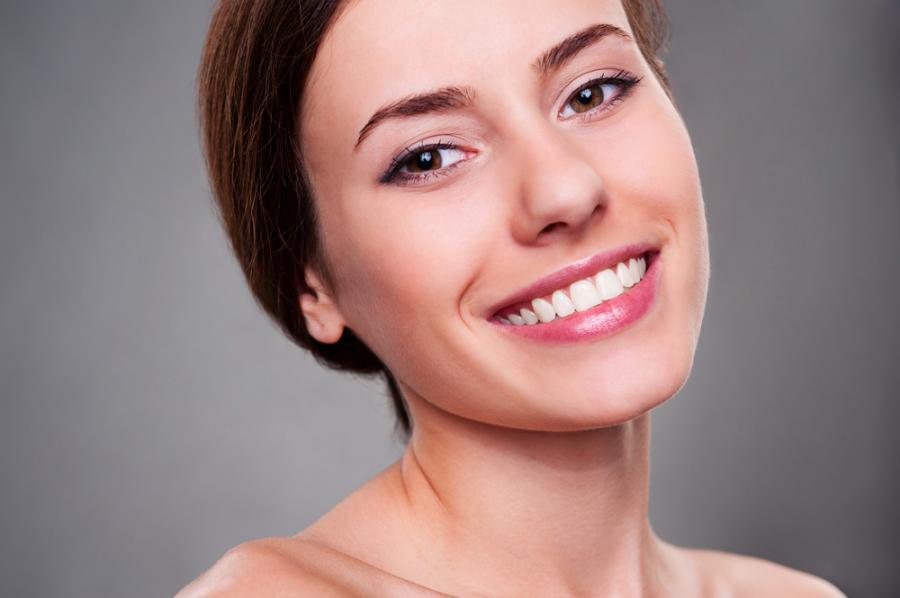 1. Соблюдайте диету «белоснежной улыбки» Виновниками желтого и серого цвета зубов зачастую являются