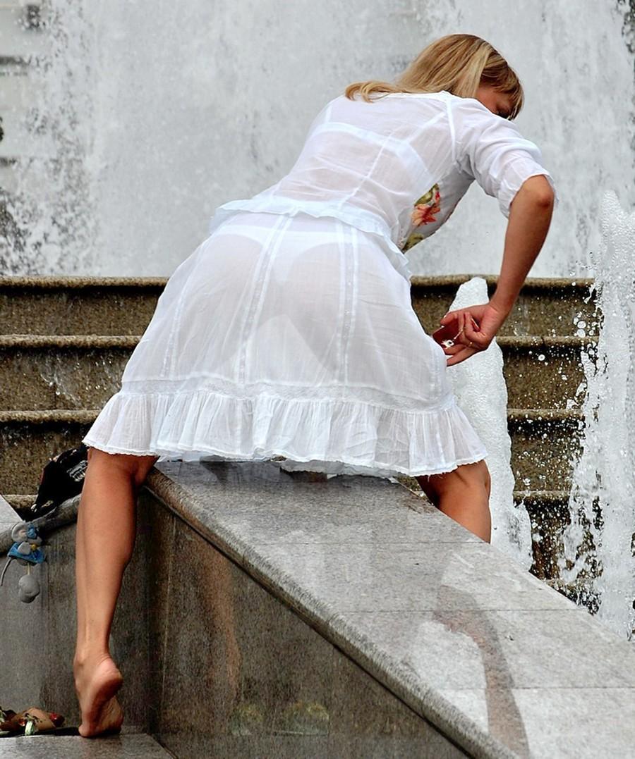 Просвечивающаяся одежда на улице 13 фотография
