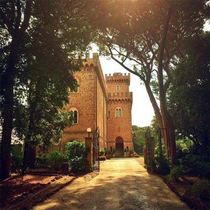 Всего: 106 500 рублей Кастильончелло — маленький итальянский город, который находится на мысу Тиренс