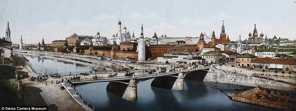 Река Москва, Кремль и собор Василия Блаженного, Москва, Россия.