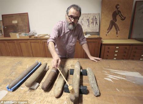 4. Древний ксилофон из песчаника Это необычное устройство, изначально принятое за прибор для измельч