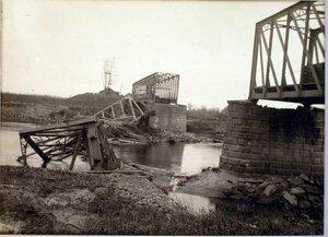 Вид моста через реку Сан после вторичного его разрушения чинами бригады.