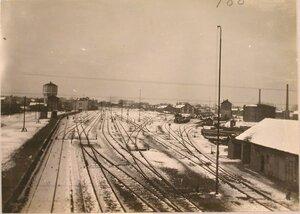 Вид строений и железнодорожного полотна вблизи станции.