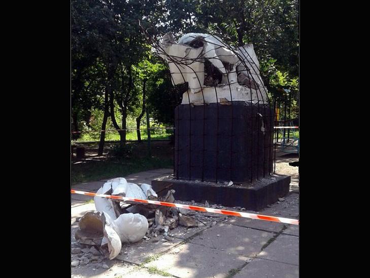 Вцентре захваченной Макеевки разрушили монумент Ленину