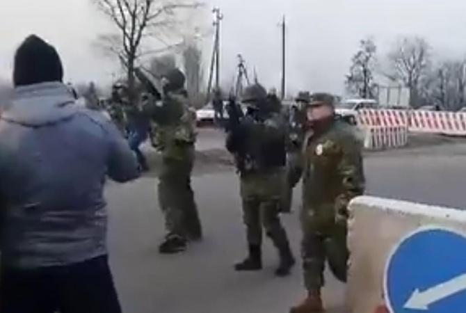 ВКонстантиновке произошли стычки сострельбой— Блокада Донбасса