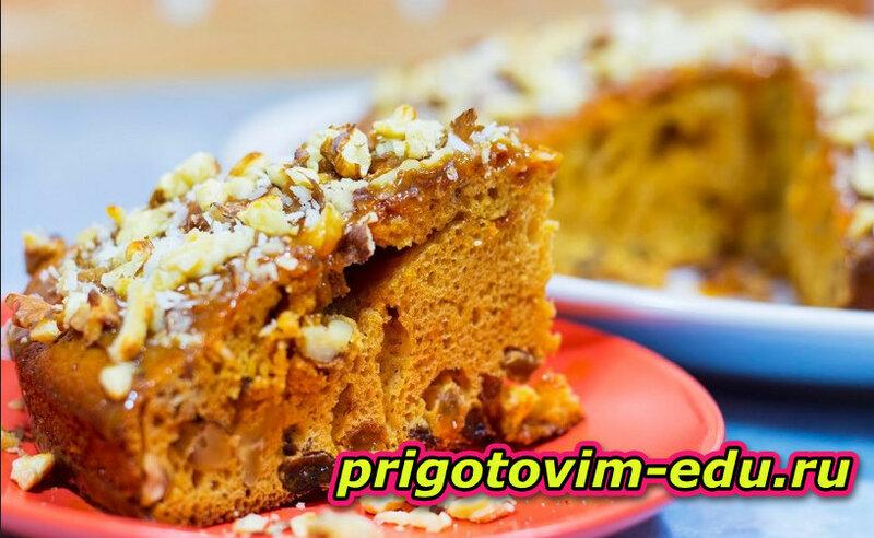 Сахарный пирог с лесными орехами