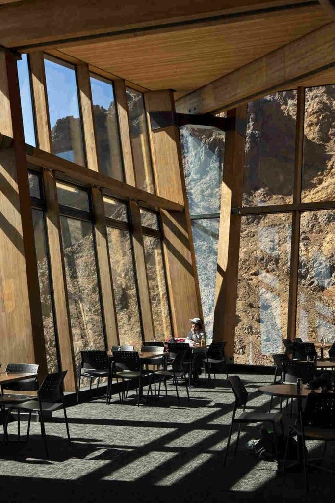 Экстремальное кафе Knoll Ridge на склоне действующего вулкана в Новой Зеландии
