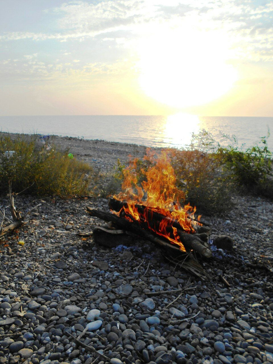 Вот и огонь возник, украсив туристический привал ... DSCN1282.JPG