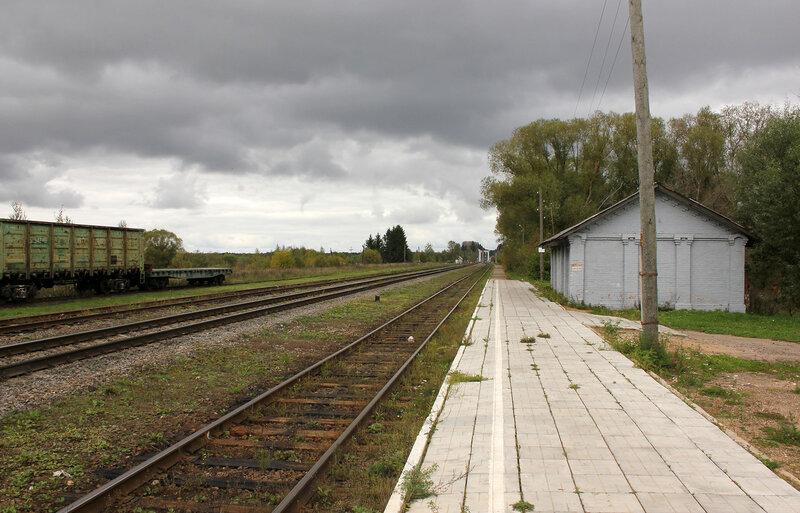 Платформа на станции Красный холм, вид на Овинище