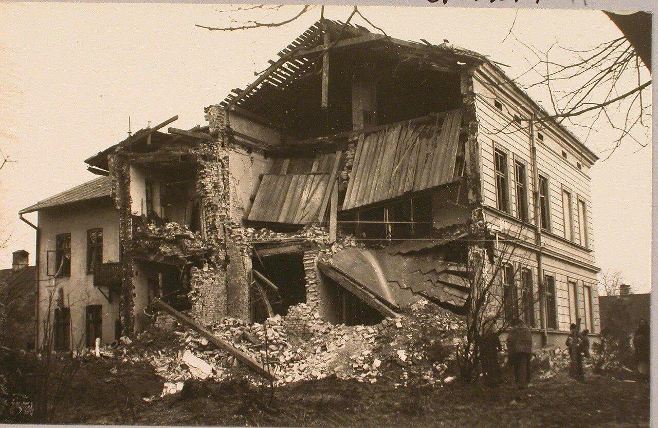 110. Вид дома, разрушенного 42 см. снарядом. Галиция. Тарнов