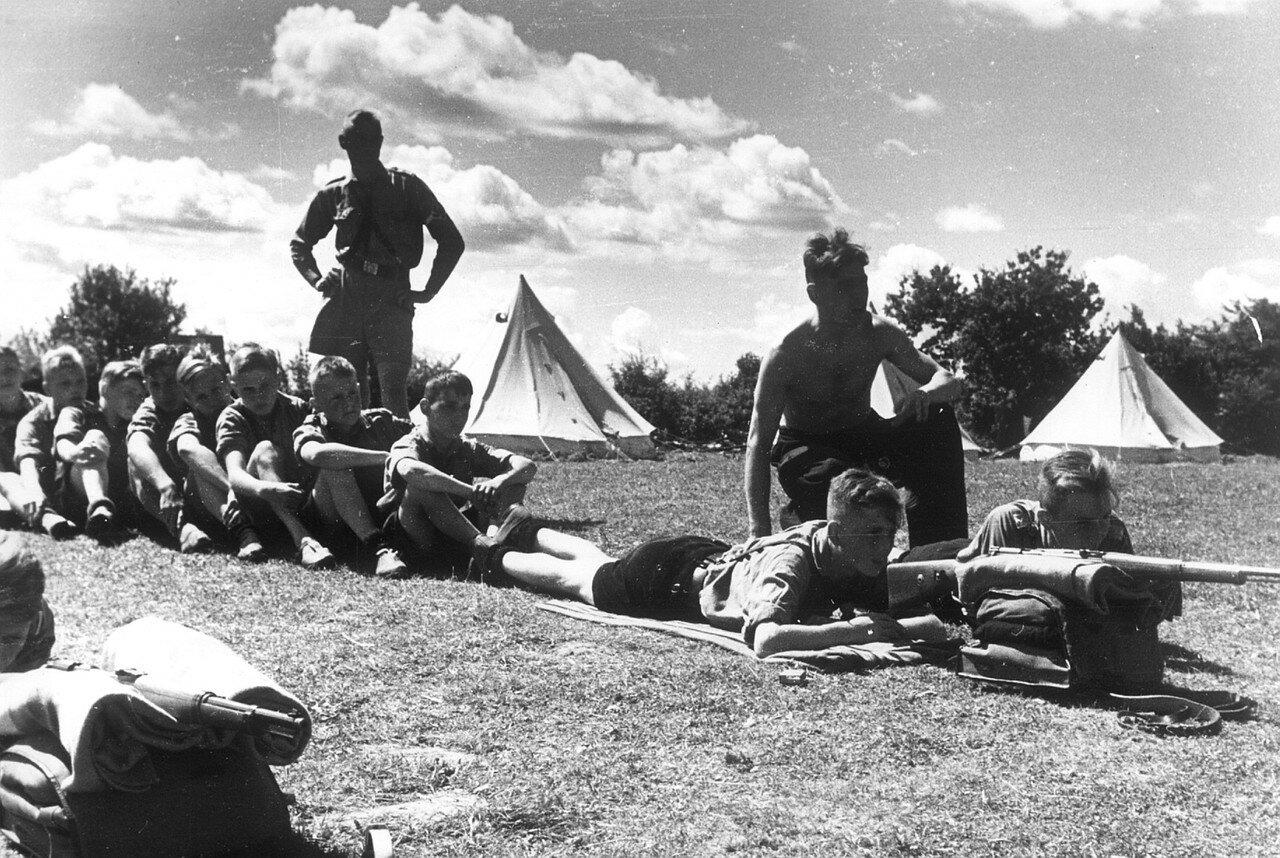 Травемюнде. Военная подготовка членов «Гитлерюгенда»