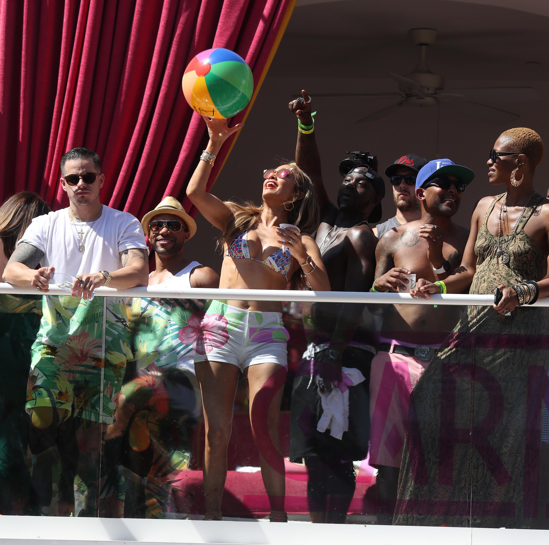 Jennifer Lopez Hosts at Drais Beach Club 290516 03