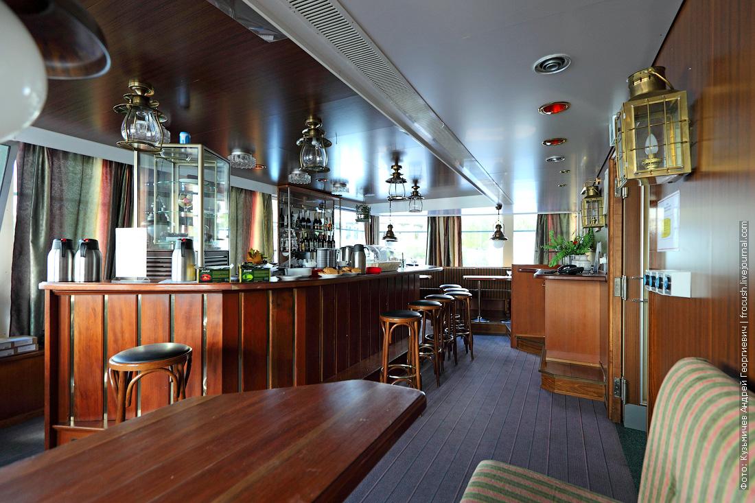 теплоход Фурманов фото кофейня-кондитерская