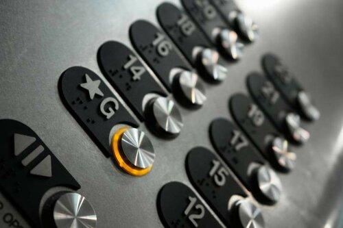 Жителей первых этажей обязали платить за содержание лифтов