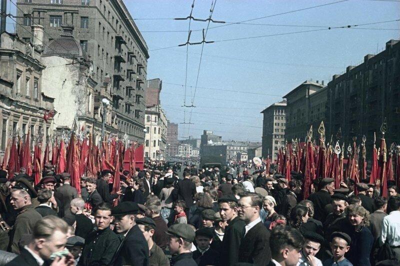 1948 1 мая Демонстрация Пролетарского района. Владислав Микоша2.jpg