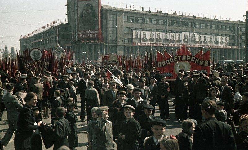 1948 1 мая Демонстрация Пролетарского района. Владислав Микоша8.jpg