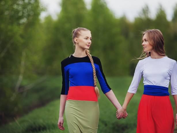 """Отвратительная разврат среди """"духовных скреп"""": В России осудили учительницу за однополые отношения с ученицей"""