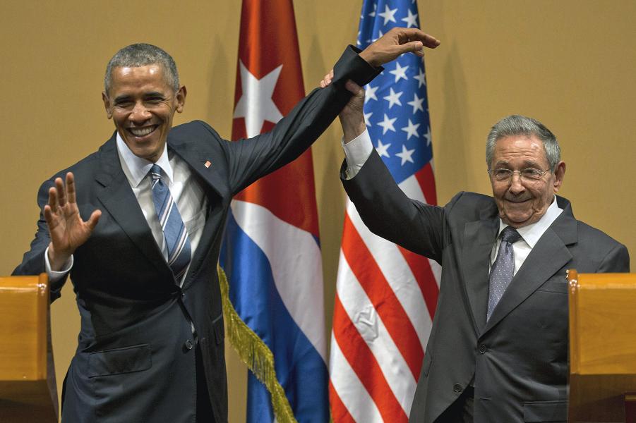 Рауль Кастро предотвратил похлопывание, победил Обаму.png