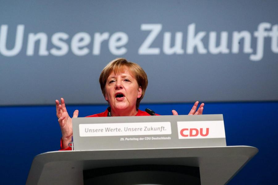 Меркель на съезде ХДС.png