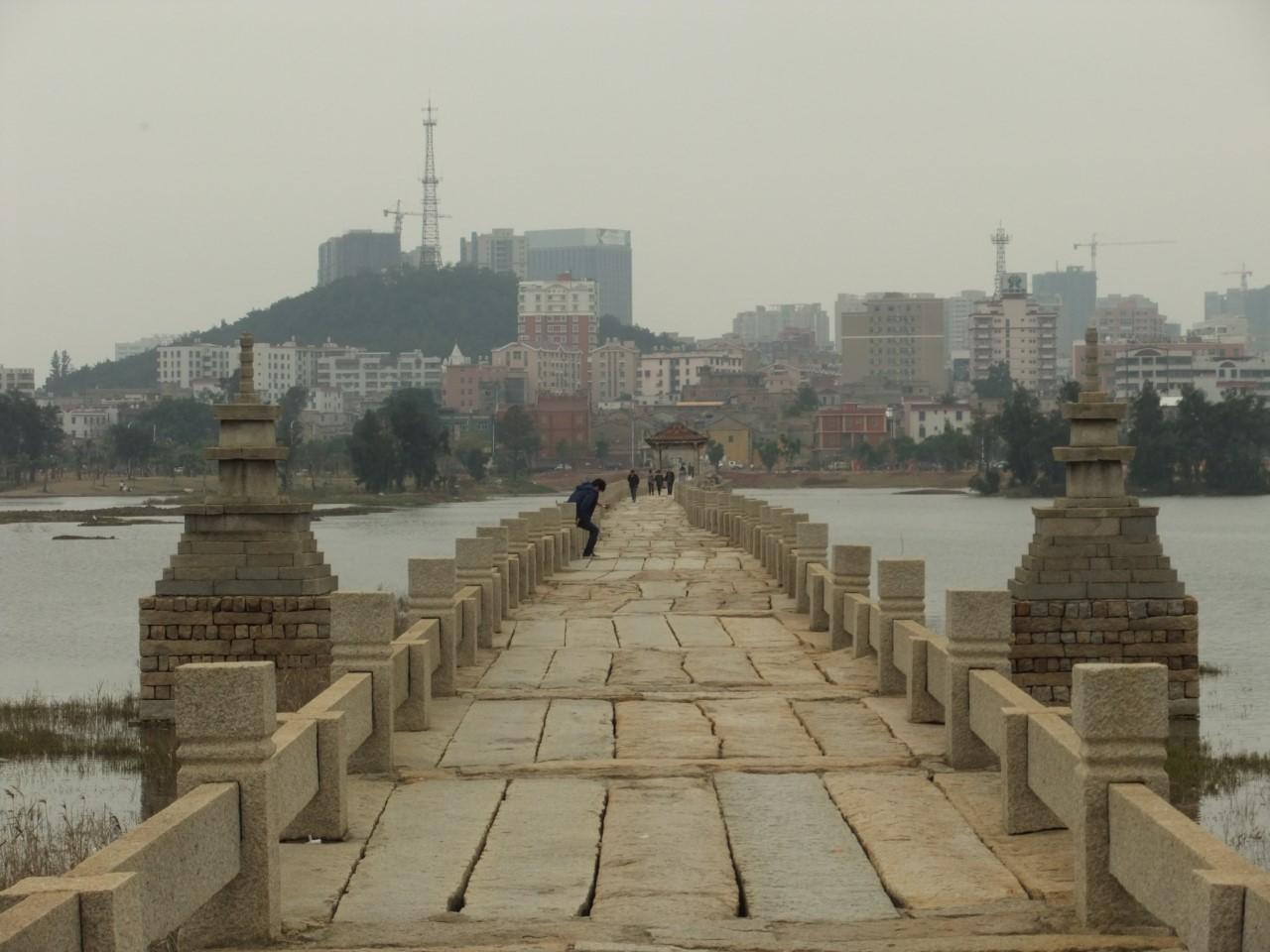 Картинки по запросу Самый большой древний мост в Китае