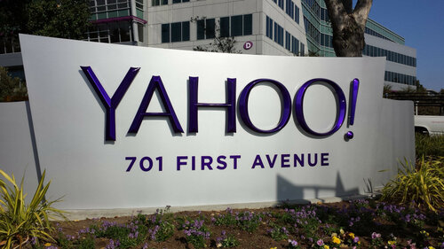 Bloomberg назвало Google одним извозможных клиентов Yahoo!